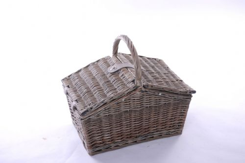 4 Person Lidded Hamper with Natural Lining